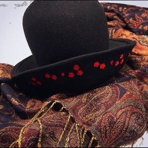 Floral embroidered black felt high low hat